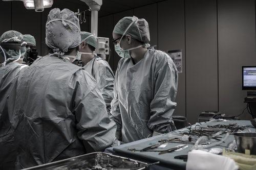 médicos gravidez ectópica