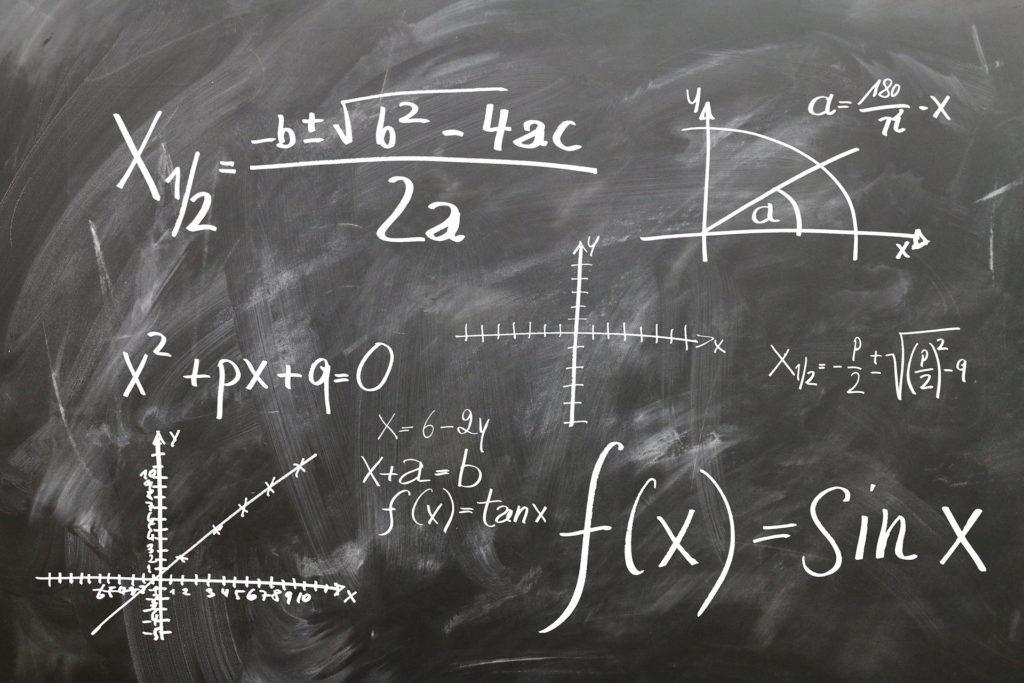 lousa com expressões matemáticas Enem