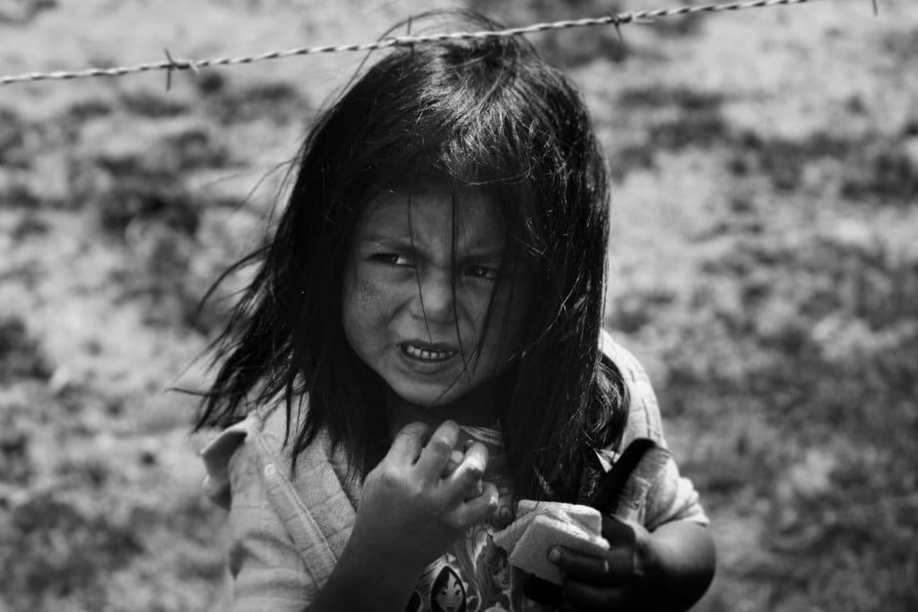 menina imigrante xenofobia